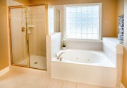 Comment se débarrasser du calcaire incrusté dans la paroi de douche ?
